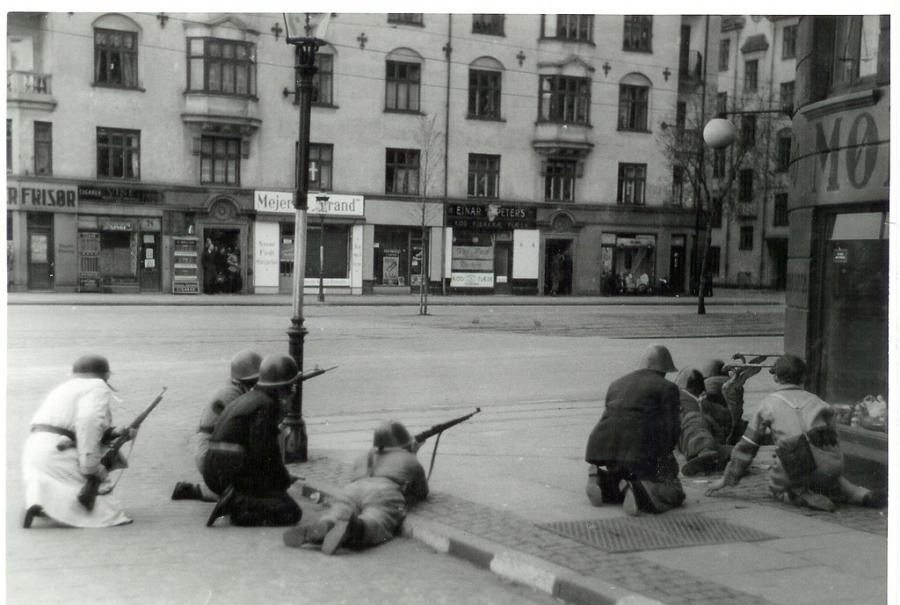 Frihedskæmpere på Strandboulevarden i København i 1945