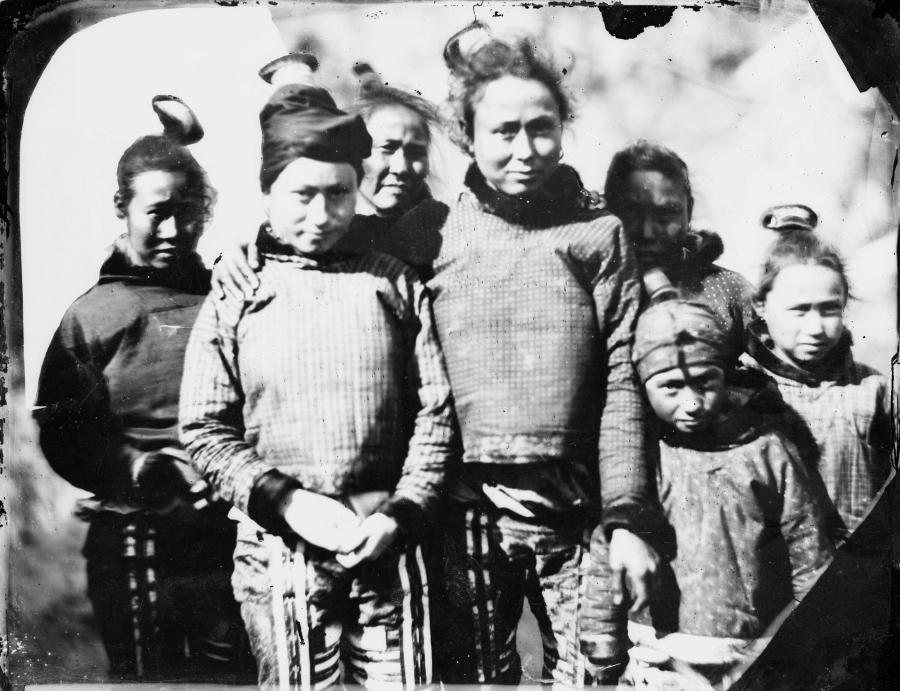 Grønlandske kvinder og piger fotograferet i juli 1854