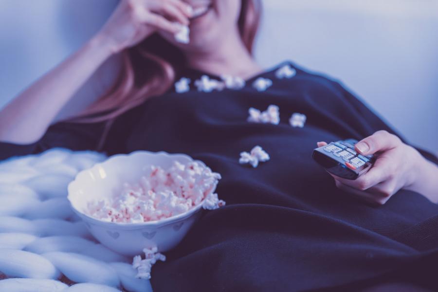 Se en god film hjemme hos dig selv