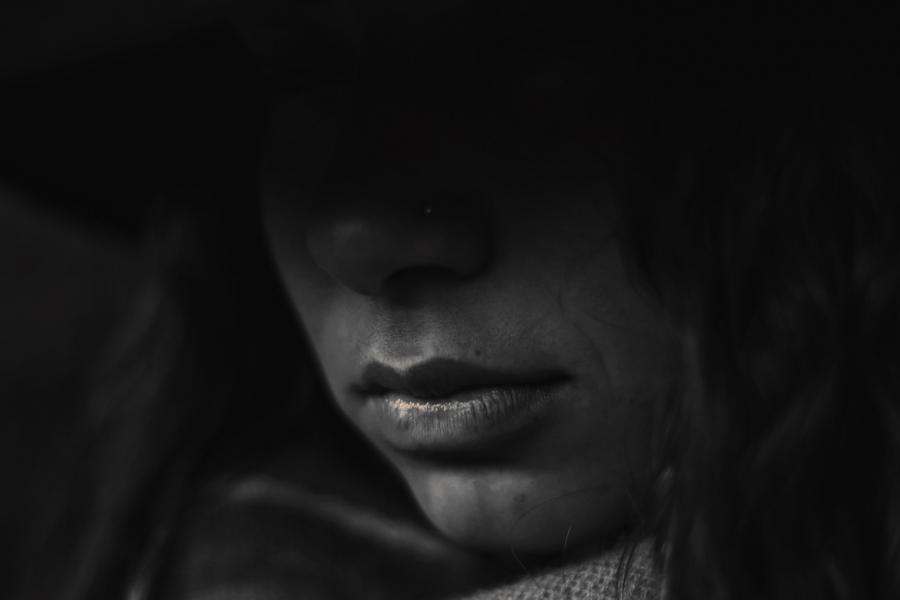 Kvindeansigt i skygge